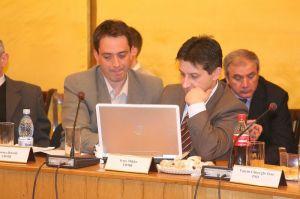 Csoma Botond (balról) és Irsay Miklós RMDSZ-tanácsosok. Az elején mindenkinek nehéz...