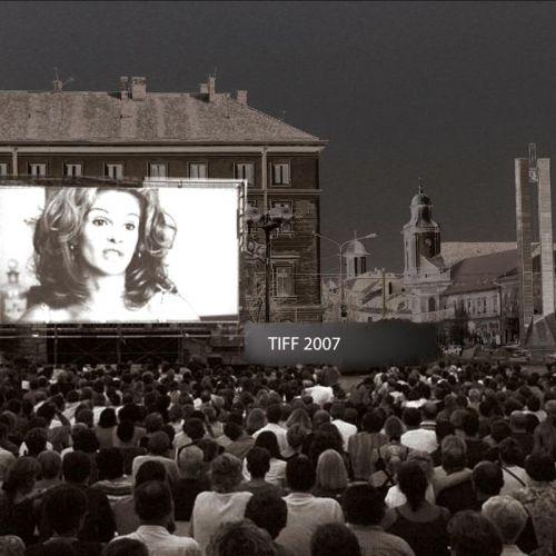 A már betömött kutatóárok, a Deák Ferenc utca és a Memorandisták emlékműve felőli rész