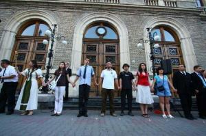 Több ifjúsági szervezet hívására gyültek össze a tüntetők