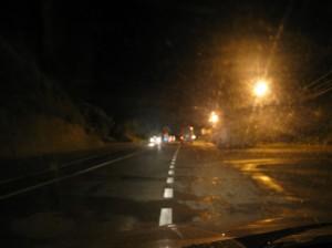 Kemény murok volt fényképezni. A szerb check point  koszovoó határnál. Csak akkor közeledhettünk, amikor elemlámpával jeleztek nekünk.