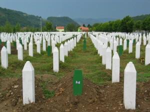Srebrenica - sírkő ameddig a szem ellát. 8372 muzulmán nőt, gyermeket, férfit mészároltak le a szerbek