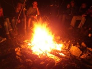 A barlangász happeningek kihagyhatatlan mozzanata: a tábortűz és ami körülötte (s persze, utána...) történik