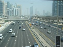 How many lanes on Sheikh Zayed Road? Let's count together