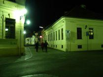 A csontbénító hideg miatt keveset sétáltunk Kassán. Én már voltam korábban, majd Vandával is a tavalyi kárpátaljai szilveszterezésünk során. Sajnos Árpiéknak nem sikerült megmutatnunk a Márai-szobrot és az Európa Kulturális Fővárosa történelmi központjának a többi részét. Gondolatfagyasztó fagy volt, képtelenség volt sétálni