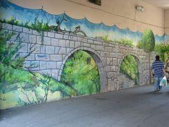 Szinte minden kapualjban a street art jelei mutatkoztak meg. Ízléses, stílusos falfestmények. Grafitit szinte sehol sem láttunk