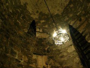 Állítólag itt raboskodott 14 évig Szent Gergely. Fémlétrán másztunk le a mélybe