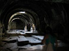 Az állítólag 1332-ben épült karavánszeráj rendeltetésszerűen az elfáradt embereket és állatokat fogadta be. Naná, hogy pénzért... Sokan itt teleltek