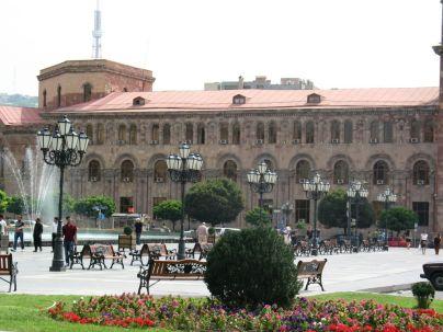 Köztársaság-tér, Jereván központja. Impozáns épületek, sajátos stílus