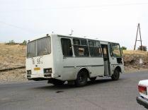 Ilyen buszon tértünk vissza Jerevánba. A sofőr ittas és/vagy fáradt volt. Valahogy leértünk. Ennyire ittas gépkocsivezetőt nem láttam még...