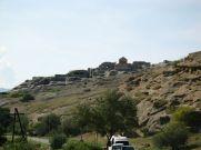 Tbiliszi érintése után a grúziai Gori városába utazunk, majd az emellett levő Uplistsikhe/Upliszcihe barlangvároshoz megyünk. Hirtelen a dél-olaszországi Matera jut eszünkbe...