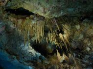 Feledhetetlen élményt nyújt a Kutaisitől alig pár kilométerre levő Prométheusz barlang. A mélyben rejlő cseppkövek, a hatalmas barlang látványa lenyűgöző. Kár, hogy a falakat diszkófényekkel világítják meg