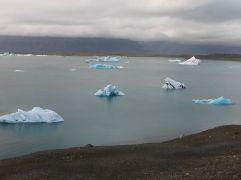 A Vatnajökull gleccsernek az Atlanti-óceán közelében levő része. Nem csak jégóriásokat, hanem fókákat is látunk