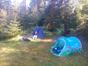 Lőrinczi Lászlóé a jobb oldali sátor...