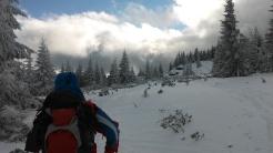 Gyűlnek a felhők. Délutánra már havazott. Induláskor volt verőfényes napsütés, majd erőteljes szél, később pedig a karácsonyi hangulatra emlékeztető havazás...