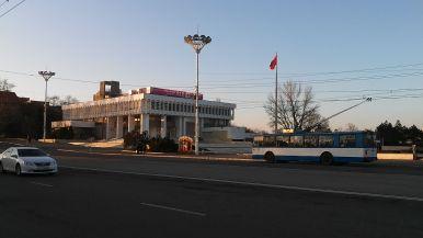Tiraszpol főtere szocreál trolibusszal...