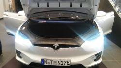 """Tesla elektromos autó. Így néz ki a """"motorház""""..."""