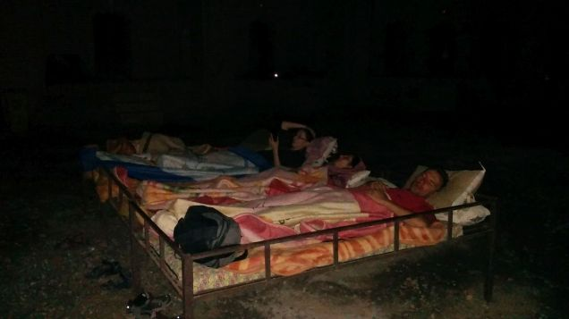 Even though we had an agreement at the Kashan bookstore to sleep outside in the desert, things changed upon arrival. They wanted us to sleep in a room the caravanserai. Somehow we managed to convinced them to let us sleep outside, where the drivers do… :) What a nice experience!