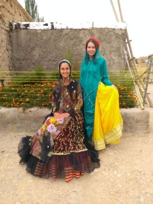 The new Qashqai nomad women: Emma and Bianka (left to right)
