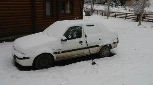 Péntekről szombatra virradóra jelentős mennyiségű hó hullt