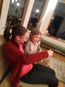 Bianka kept Mimi, my goddaughter busy during our quest to discover the jungle, playing Tikal board game... :)