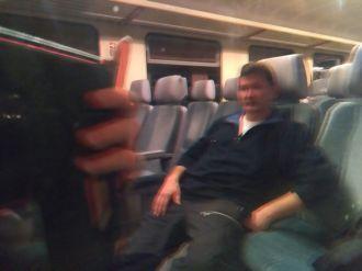 Pénteken vonattal mentünk Sztánára. Bibi azt mondta, a Németországból vásárolt szerelvény ablaka 3D-ben tüntet fel. Vajon csak engem?