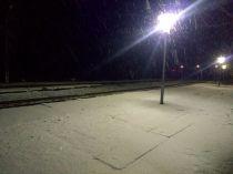 A sztánai vasútállomás vasárnap este...