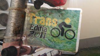 A bringát 2011-ben 400 lejért vásároltam Kakasy Botitól. Még abban az évben Kertész Leventének, a Kolozsvár Teker (Clujul Pedalează) vezetőjének köszönhetően feltekertem a Transzfogarasra. Szép emlék! Ügyelnem kell a biciklimre, pénzem többet sohasem lesz újat vásárolni…