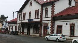 Végül kifundáltam, hogy ha leszállok Désen, akkor Szentbenedek (Mănăstirea), Szilágytő (Salatiu), Péterháza (Petrești) és Szamosújvárnémeti (Mintiu Gherlii) érintésével 15 kilométert tehetek meg Szamosújvárig, s körülbelül ugyanakkor érkeztem meg, mint a többiek, akik Nemeszsukon letértek jobbra, Szék irányába. Így is történt… Kiváló vacsora kevéske alkohollal Jánosnál, majd Ákosnál, a Petőfi-öszdöndíjas haverünknél aludtunk. Köszönjük a vendéglátást!