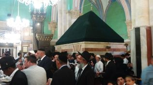 Inside the Al-Ibrahimi mosque...