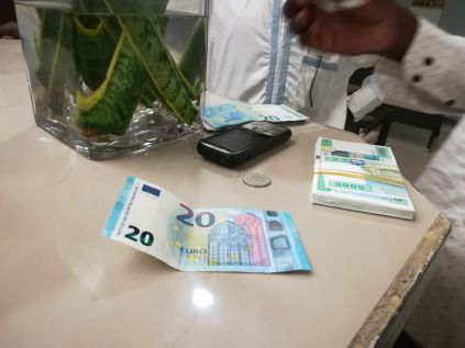 Nos, éppen ennyit azért nem ér az euró... :)