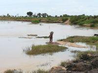 Az Élet folyója, szerintem. A bal oldalon a vér áztatta Közép-afrikai Köztársaság, ideát pedig a szegény, de békés Csád