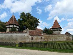 Első állomásunk: Kissink (románul Cincșor), a Fogaras városágtól 14 kilométerre, Nyugatra fekvő település erődtemploma. A német Schenk szó kocsmát, csapszéket jelent, határában római castrumot tártak föl. A szász település éke a szász erődtemplom