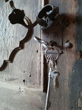 A kulcsokkal rendelkező Costică bácsi szerint a templomot nemsokára felújítják