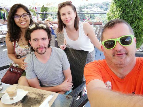 A francia utazók Oneşti városában stoppoltak. Éppen a Duna-deltába utaztak. Elvittük őket. Bon voyage! :)