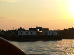 Vasárnap, augusztus 19-én reggel katamarán fedélzetén hagytuk el Szent-Györgyöt. Tulcea városáig 3 és fél óra út, majd 11 óra autózás várt ránk. A katamarán 60 lejbe került