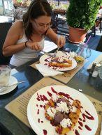 Reggeli utáni desszert a Tulcea városában működő 2 Dragoni vendéglőben