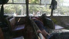 Séta Almatyban. Ő elfáradt, ma már nem dolgozik tovább…