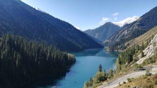 Augusztus 31-én a Kolsay 1-es tóhoz kocsival mentünk ki, innen pedig körülbelül 5 órát túráztunk a testvéréhez, a Kolsay 2-tóhoz