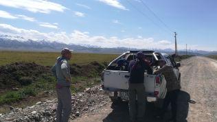Közeledünk a kazah-kirgiz határátkelőhelyhez, Karkarához/Kegenhez