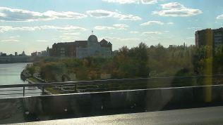 A buszból egy zsinagógát is megláttam. Sajnos nem sikerült bemenni...
