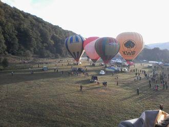 Pénteken reggel Kádár Levente, a Vármezőn szervezett hőlégballonos parádé kezdeményezőjének emlékére úgynevezett rókavadászatot szerveztek…