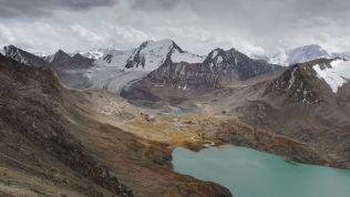 A tavat az olvadó gleccser táplálja