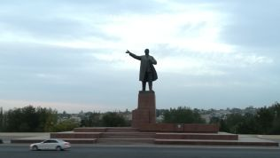 Lenin bátyánk Oshban is mutatja az irányt