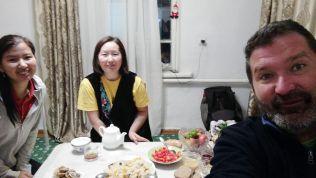Szeptember 13-án búcsút vettem biskeki házigazdámtól, Zhyrgaltól (a középkorú hölgy) és Almatyba utaztam... Innen tovább a Kazahsztánról szóló blogbejegyzés mesél...