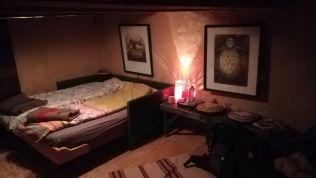 Megfelelő hőmérsékletű, ízlésesen berendezett szoba Rogernél