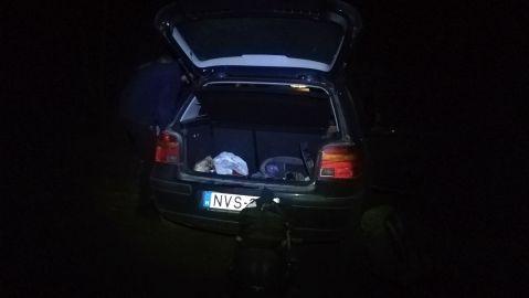 Pénteken eljött a Petőfi-ösztöndíjas Paróczi Ákos kocsival Szamosújvárról, felvett bennünket, s nekivágtunk az útnak. Vajdahunyadon letettük Bibit, s továbbhajtottunk a Retyezát-hegység lábánál levő Cârnic faluba, ahova 21 órakor érkeztünk meg
