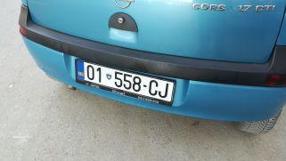 2009-ben nemigen lehetett koszovói rendszámú személygépkocsit látni az utcákon. Jellemzőbb volt a rendszámtábla nélküli kocsikat látni. Most már saját rendszámmal rendelkeznek a járművek, bár ezekkel Szerbiába nem lehet átmenni…