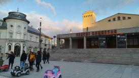 A Koszovói Nemzeti Színház épülete Pristinában. Az első nemzeti teátrumot Prizrenben létesítették a második világháború után, s csak 1999-ben költözött a fővárosba