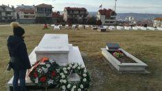Régebb park volt, most a Koszovói Felszabadító Hadsereg (UCK – Kosovo Liberation Army – KLA) hőseinek sírjai találhatók a területen