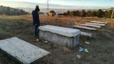 Ellátogattunk Pristina régi zsidó temetőjébe is, az új messze volt. Egyetlen sírhelyet sem rongáltak meg…